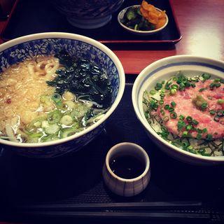花うどんネギトロ丼セット(牛たん麦めし屋 梵天丸 (ぼんてんまる))