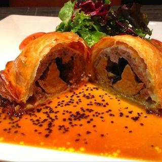 ビュルゴー鴨肉とフォアグラのパイ包み焼き(THE SANTO DOMINGO)