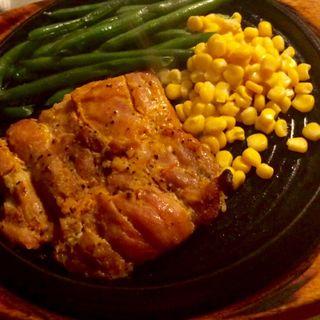 鶏モモ肉のステーキ220g(マヌエル タスカ ド ターリョ 丸の内店 )