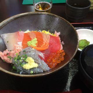 海鮮彩海丼(ハルミ食堂)