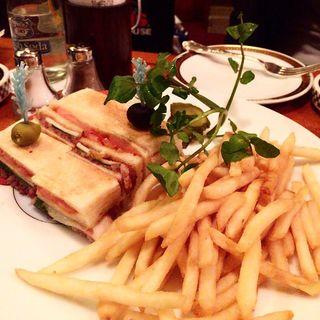 コンビーフと茸のサンドイッチ(オールドインペリアル バー )