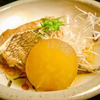 鯛と大根の煮つけ(鮨処 三津哉)