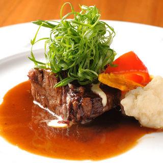 牛ホホ肉の赤ワイン煮込み(TAPAS DINING at)