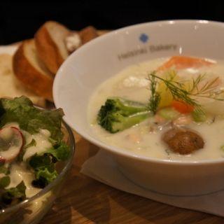 ライ麦パンと楽しむ北欧定番スープのセット(ヘルシンキ・ベーカリー (Helsinki Bakery))