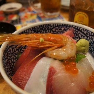 海鮮丼(市場食堂 駅前 サンキタ店 (いちばしょくどう えきまえ))