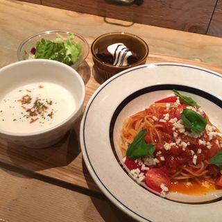 プラムトマトのカプリ風パスタ(ハンズカフェ (HANDS CAFE))