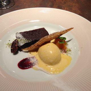チョコレートケーキ アイス添え(Le Beaucoup)