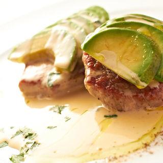 仔牛肉のソテー、アボカドとクリームソース(トラットリア ガルガ)