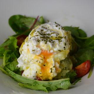 アボカドとマスカルポーネチーズを使ったサラダ(てんぷら酒場 わばる )