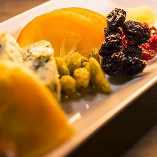 ドライフルーツとチーズの盛り合わせ(ザ チョイス (The Choice))