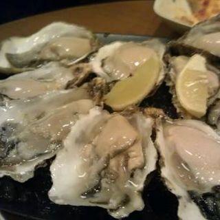 生牡蠣の盛り合わせ(チキンバル ヴァンテオ)