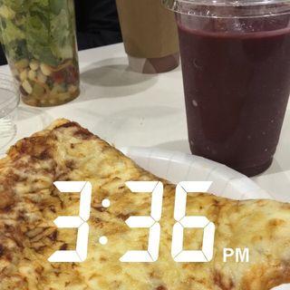 スライスチーズピザとアサイスムージー(コストコ 座間倉庫店 (COSTCO))