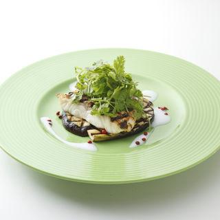 グリルドアヒと季節野菜のプランチャ(CAFE&DINING Wiki Wiki)