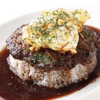 ビーフとかき揚げのハッシュドロコモコ(CAFE&DINING Wiki Wiki)