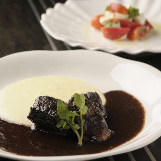 牛ホホ肉の赤ワイン煮込み(村瀬 (チーズ アンド ワインサロン・ムラセ))