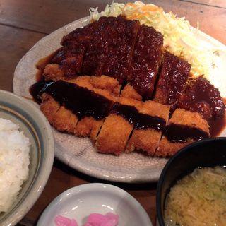 グルメな街・名古屋で楽しむ、今すぐ食べたい絶品料理10選!
