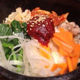 石焼き ビビンバ(熱風食堂Typhoon 秋葉原店 (ネップウショクドウ・タイフーン))