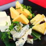 チーズ盛り合わせ(秋葉原バル モンパカ )