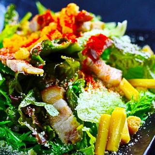 自家製ベーコンのシーザーサラダ(秋葉原バル モンパカ )