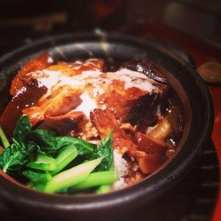 牛肉とろろ土鍋ごはん(虎萬元 南青山店 (トラマンゲン))