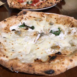 Pizza 4 Formaggi  クアトロフォルマッジ(ラ トリプレッタ (LaTRIPLETTA))