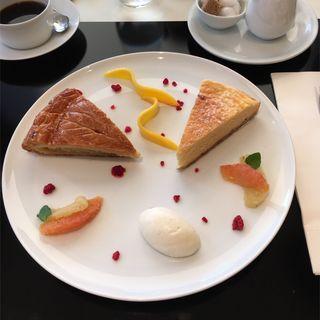 2種のケーキプレート(カフェ・トロワグロ (CAFE TROISGROS))