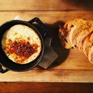 丸ごとカマンベールのオーブン焼き(THE THEATRE TABLE (シアターテーブル))