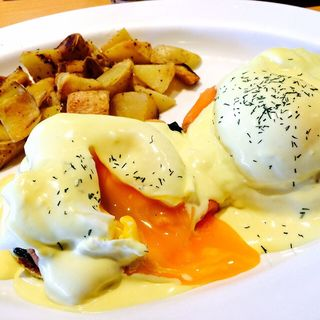 エッグスベネディクト(スモークサーモン)(Eggs 'n Things 神戸ハーバーランド店)