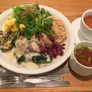 マンスリーチキンプレート (玄米ご飯)(ウェルカムカフェ (WELCOME CAFE 【旧店名】shiba cafe))