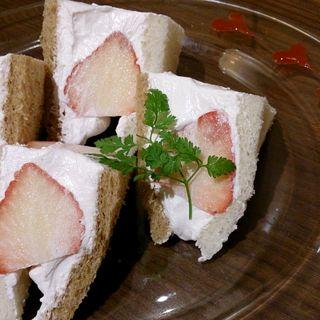大粒苺サンドウィッチ