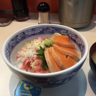 ねぎトロ&鮭丼(つきじ かんの 本店・仲店 (かんの))