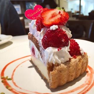 あまおういちごとミルククリームのカスタードタルト(ラ・メゾン アンソレイユターブル 自由が丘店 (La Maison ensoleille table))