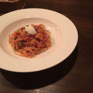 パンチェッタとカリフラワーのトマトソースパスタ リコッタチーズのせ(Soloio)