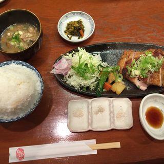 鶏もも肉炭火炙り焼き(一膳飯屋 りぃぼん )
