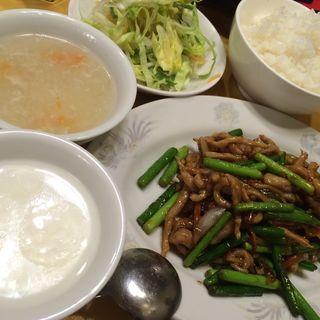 豚肉とニンニクの芽炒め(外苑飯店 (ガイエンハンテン))