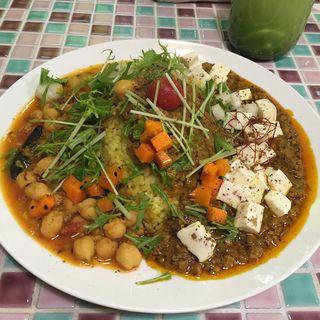 麻婆豆腐カリーとひよこ豆のカレーのあいがけ(山口カリー)