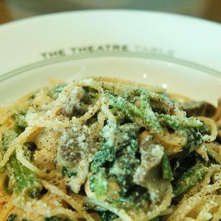 久々鶏もも肉と砂肝のコンフィ・ほうれん草のスパゲティ(THE THEATRE TABLE)