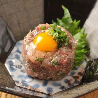 マグロのタタキユッケ(夜ばなし 旬魚季菜)