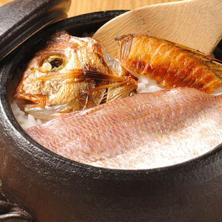 真鯛の土鍋(夜ばなし 旬魚季菜)