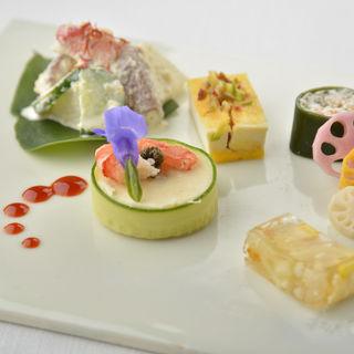 季節の韓国冷菜盛り合わせ(尹家 Ginza)