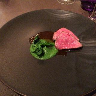 和牛肉のしんしん タリアータ 菜の花 レフォールソース(スミレオオサカ (sumile OSAKA))