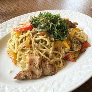 チキンとパプリカの青シソのジェノバ風スパゲッチ(ボルカノ)