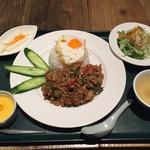 鶏肉バジル炒め玉子のせご飯(ヒジョビンタンお茶の水店 )