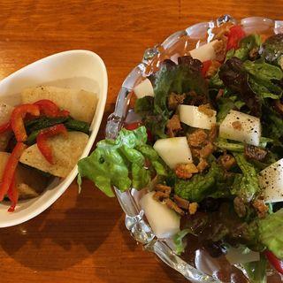 鶏皮のカリカリと山芋のサラダ(ナイスユカリ)