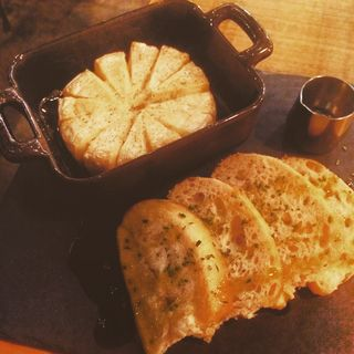 丸ごとカマンベールのオーブン焼き