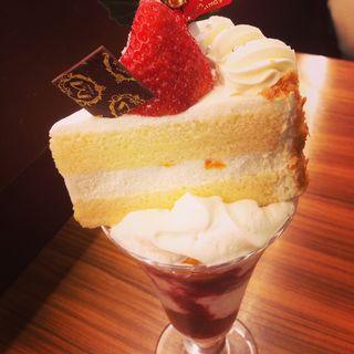 ケーキパフェ(ミオール 梅田三番街店 (【旧茶茶】))