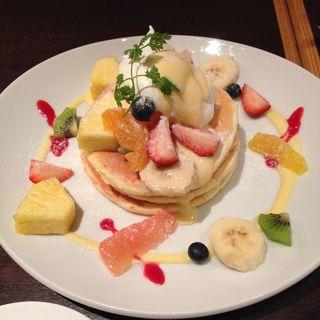 季節のフルーツのパンケーキ(エムジー (mg.))