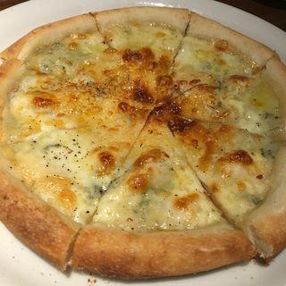 クアトロチーズと蜂蜜のピザ(炭火焼バール Banquet (スミビヤキバール バンケット))