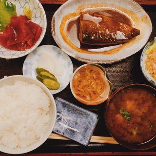 スペシャルランチ(鯖の味噌煮と中落ちマグロ)(志乃ぶ (しのぶ))