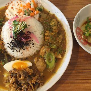 2種あいがけ➕鯖キーマ➕生卵だし醤油(アジアンキッチン オオツカレー )